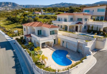 4 Bedroom Detached Villa in Peyia, Paphos