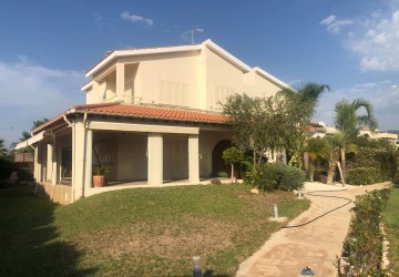 4 Bedroom Detached Villa in Peyia - St. George, Paphos