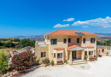 5 Bedroom Detached Villa in Stroumbi, Paphos