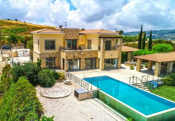 4 Bedroom Detached Villa in Stroumbi, Paphos