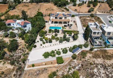 7 Bedroom Detached Villa in Emba, Paphos