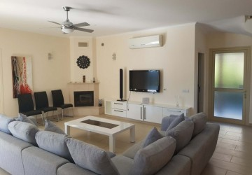 Detached Villa For Rent  in  Kissonerga