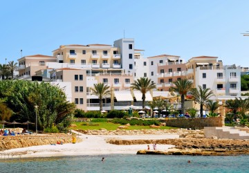 88 Bedroom Hotel in Chlorakas, Paphos