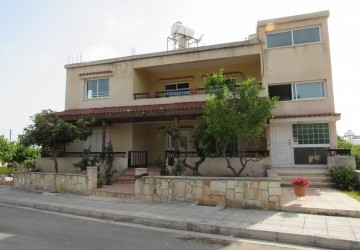 3 Bedroom Ground Floor Apartment  in Emba, Paphos