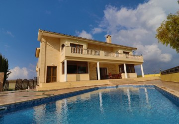 5 Bedroom Detached Villa in Tsada, Paphos